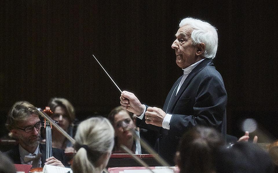 Vladimir Ashkenazy conduting the Philharmonia onstage